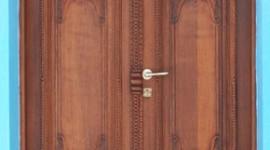 Ξυλόγλυπτη πόρτα στον Αρχάγγελο